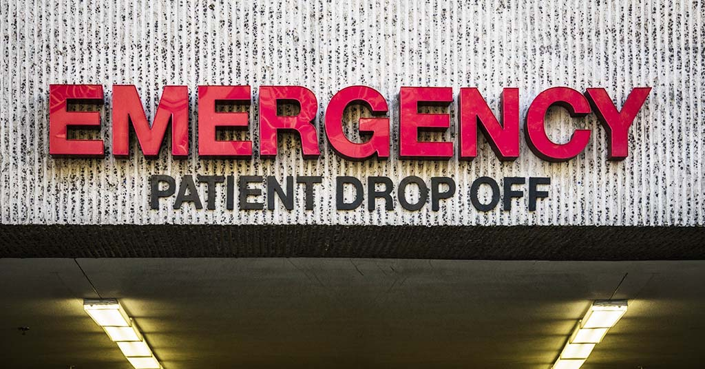 Emergency patient drop off sign at hospital entrance
